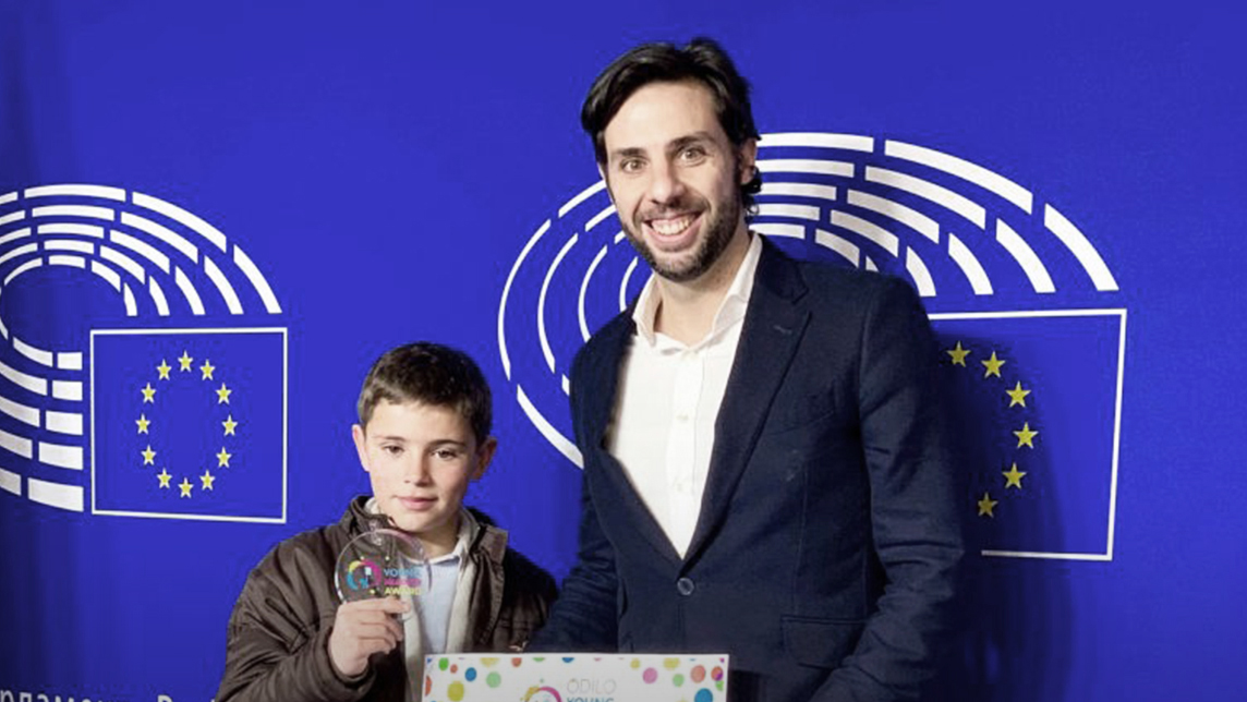 Odilo Young Readers Award 2019 winner Sergio José Sánchez Pérez with founder and CEO Rodrigo Rodríguez ©Odilo